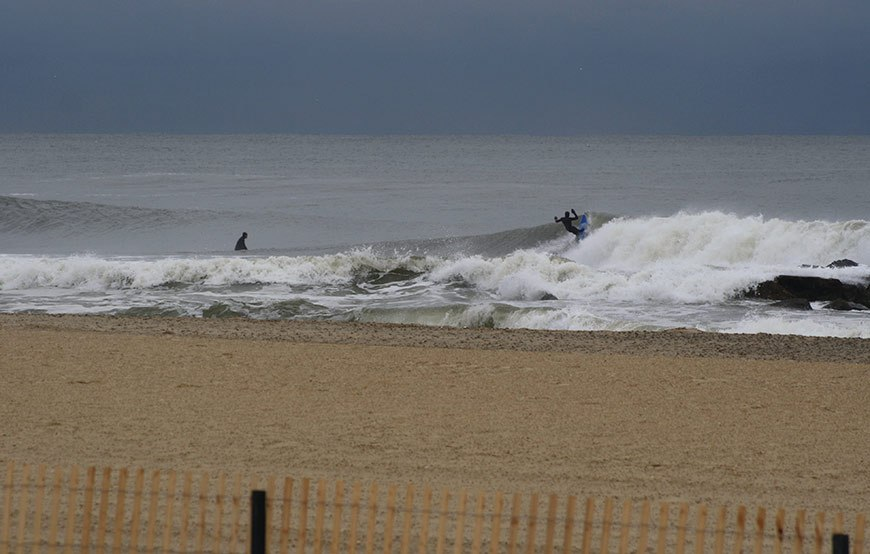 november-thanksgiving-swells-surfing-in-new-jersey-25