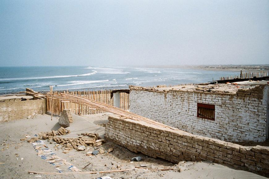 page2-chicama-peru-surf-photos-15b
