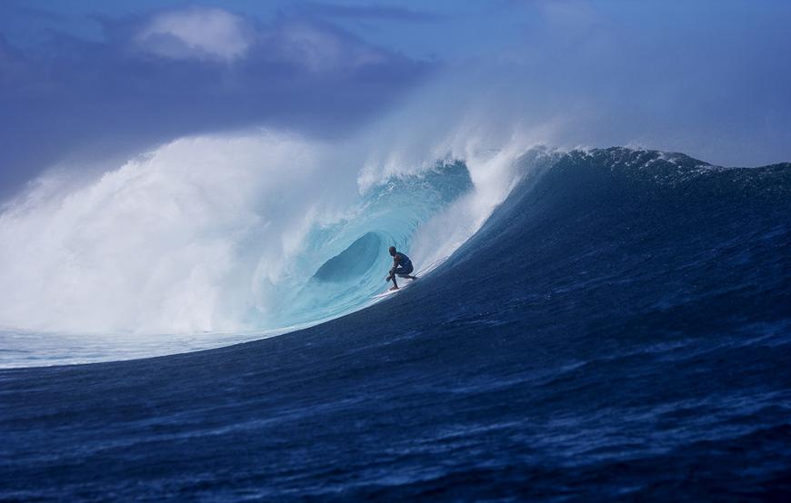 Kelly Slater Surfing Cloudbreak