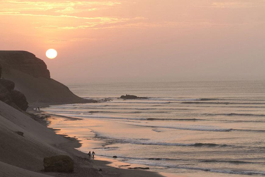 Surfing Chicama Peru